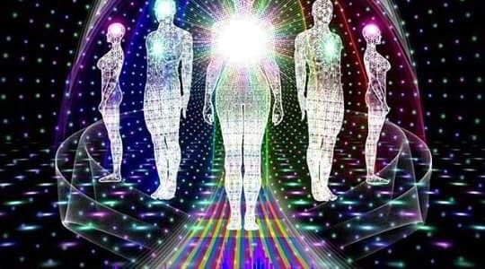 Параллельные жизни и колебания квантового поля